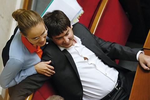Нардепа от Славянска Юрия Cолода и его супругу Наталью Королевскую подозревают в торговле с «ЛНР» и уклонением от уплаты налогов
