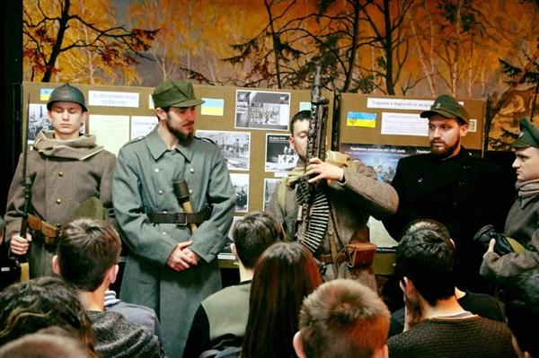 Як у Слов'янському краєзнавчому музеї відмічали 100 річницю битви під Крутами (ФОТОРЕПОРТАЖ)