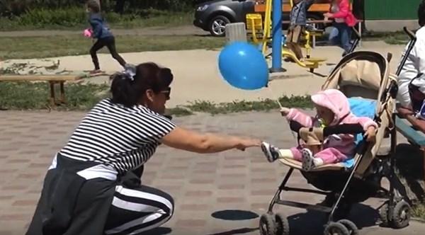 Как в микрорайоне Химик отпраздновали День защиты детей (ВИДЕО)