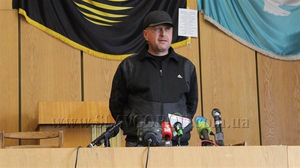 Сегодня командир самообороны Славянска обратился к Президенту Российской Федерации Владимиру Путину и призвал «Помочь по мере сил и возможностей»