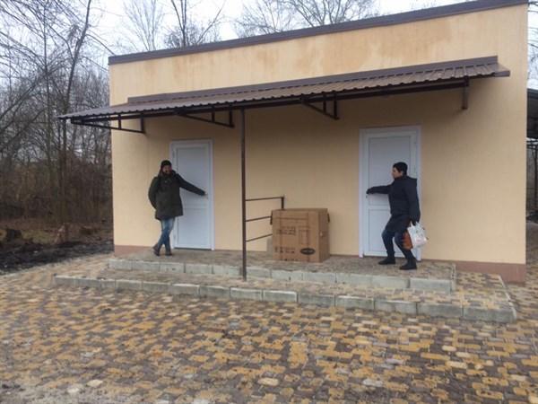 В соцсетях высмеивают общественный туалет в Шелковичном парке за 1,5 миллиона гривен