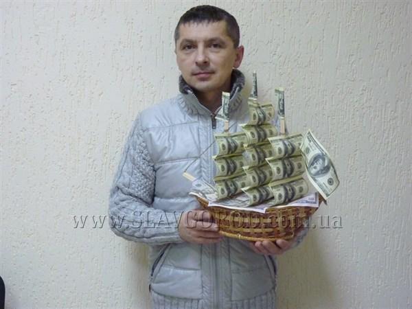 Портрет горожанина: житель Славянска - бывший матрос и нынешний предприниматель, делает корабли из долларов