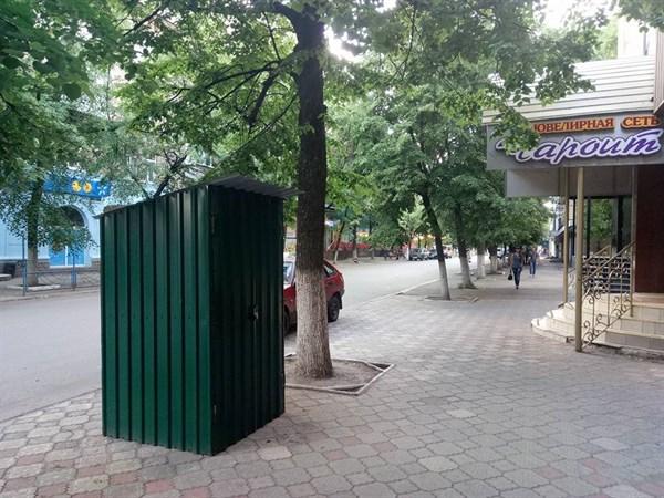 «Это портал в Европу»: жители Славянска обсуждают туалет, установленный на улице Университетской (ФОТОФАКТ)