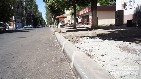 Жители Славянска радуются отремонтированной дороге по улице Шевченко