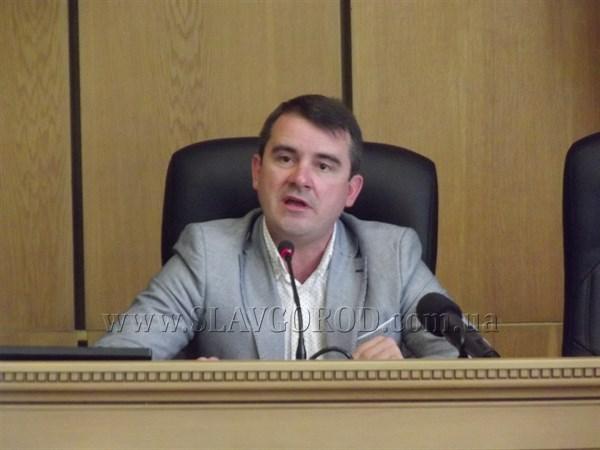 «Когда загорятся покрышки около горотдела, я хочу увидеть их реакцию»: мэр Славянска прокомментировал события в школе №10