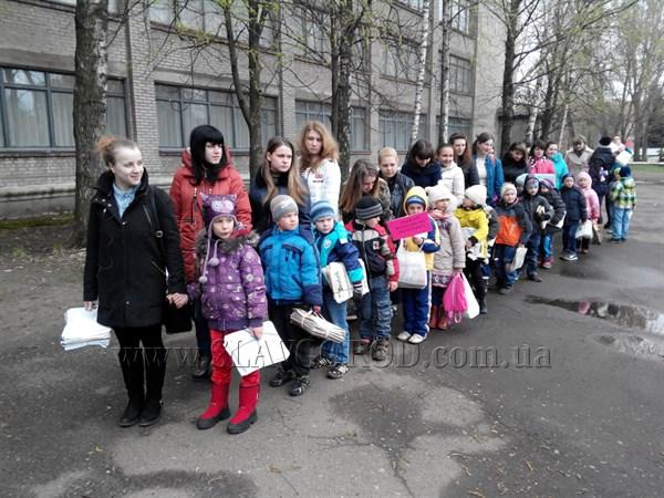 В преддверии Международного Дня Земли славянские студенты и воспитанники детского сада собрали макулатуру