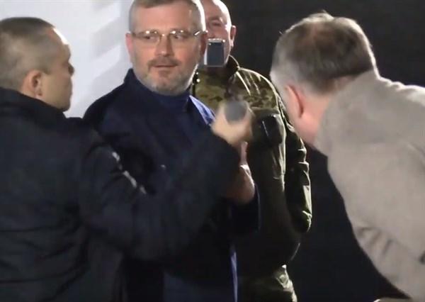 В Славянске произошла потасовка между охраной нардепа Александра Вилкула и националистом