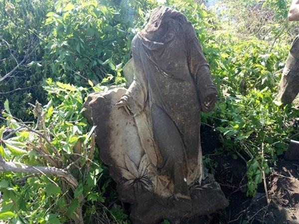 Славянский ангел: на кладбище активисты нашли скульптуру с вековой историей