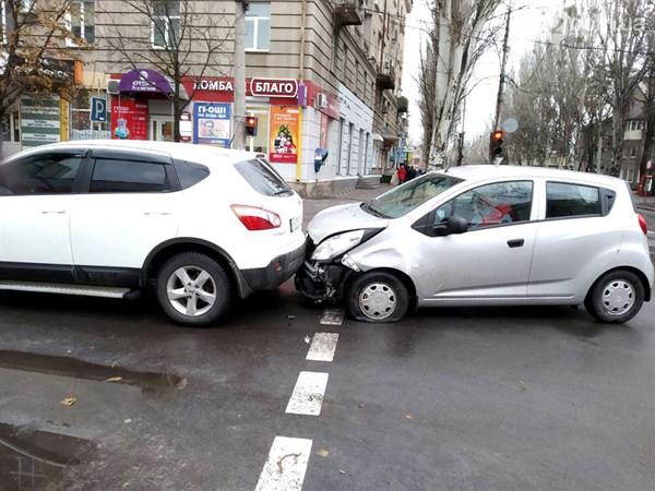 На пересечении Шевченко и Банковской в Славянске произошло ДТП