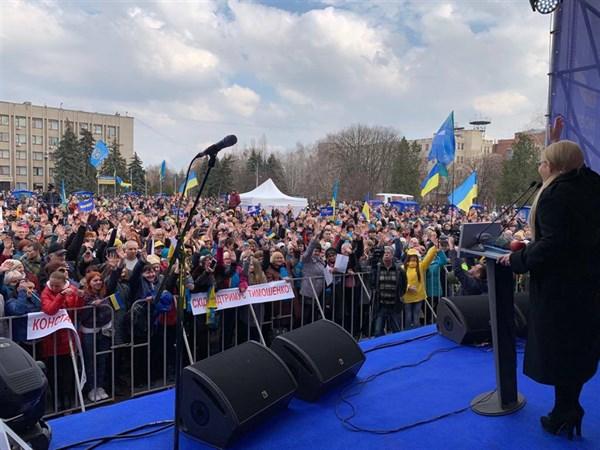 Юлия Тимошенко в Славянске: Чтобы достичь мира, мы должны объединиться и действовать