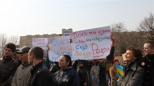 Буря в стакане: на центральной площади Славянска состоялся митинг «За единую Украину». Одни пели гимн Украины, другие  кричали «Россия»
