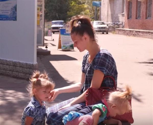 Молодая семья из Стаханова судится в Славянске из-за переселенческих выплат (ВИДЕО)