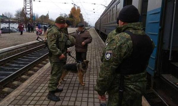 Полиция тщательней проверяет багаж, который вывозится из Славянска и других городов