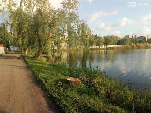 Спасатели Славянска пообщались с отдыхающими на местных водоемах