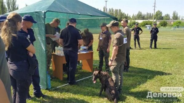 В Славянске стартовали соревнования кинологов