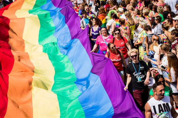"""Сайт Славянска """"Карачун"""" допустил оскорбления в отношении ЛГБТ сообщества"""
