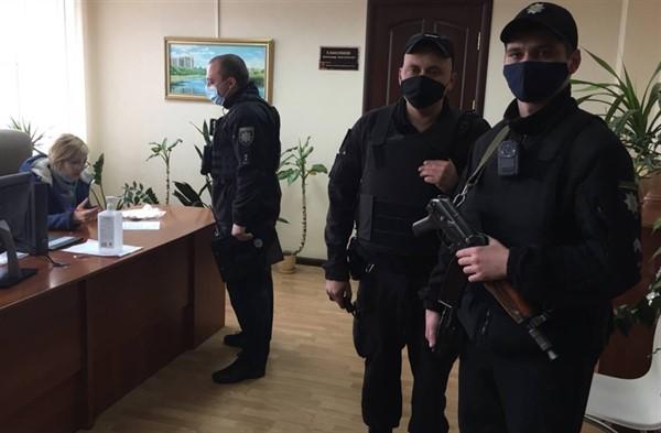 В Славянске депутат горсовета и экс-заместитель мэра блокируют работу городскому голове Вадиму Ляху