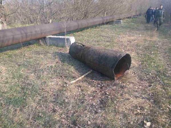 У Славянского водоканала появилась  бригада добровольцев, которая помогает  демонтировать устаревшую городскую канализацию
