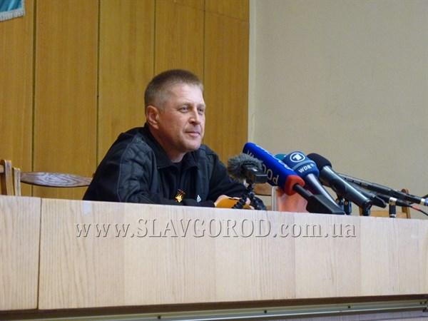 «Если прорвутся в город, то значит, прорвутся, мы их и здесь ждем»: лидер Народного ополчения Славянска комментирует последние события в городе