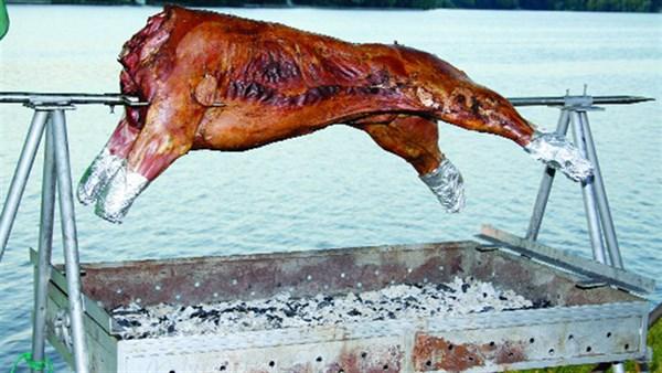 Мэр Славянска хочет жарить быка на День города. Как вы к этому относитесь?