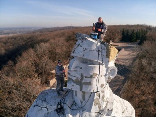 Какая судьба ждет памятник Артему в Святогорске: от демонтажа до восстановления