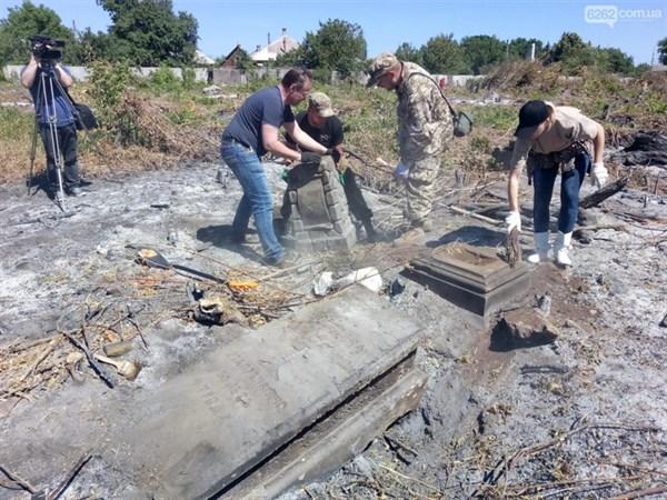 «Наконец в Славянске нашлись люди, которым не все равно»: журналист и блогер Денис Казанский – о восстановлении старого городского кладбища