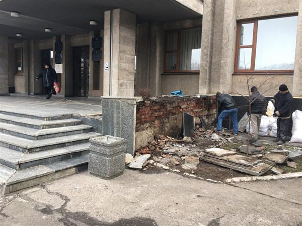 Мэр Славянска не готов выделить 20 миллионов гривен на ремонт здания городского совета