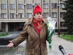 Годовщина со дня рождения вождя: к памятнику Ленину в Славянске возложили цветы