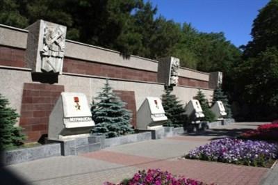 Фотофакт: На аллее городов-героев расположенной в Севастополе появился Славянск