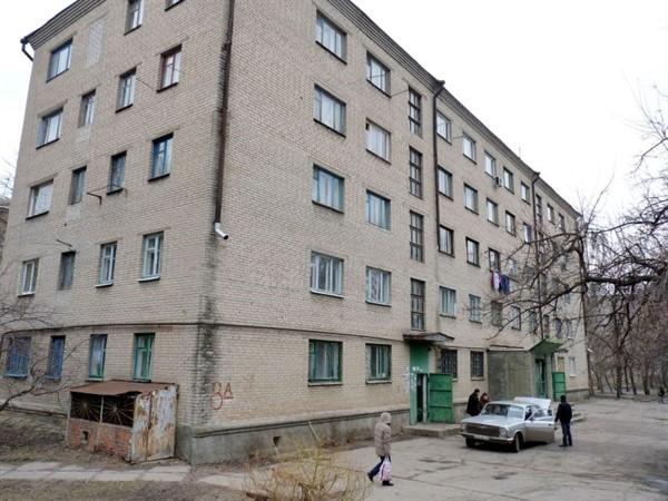 Жители скандального общежития вновь напомнили о себе горсовету Славянска