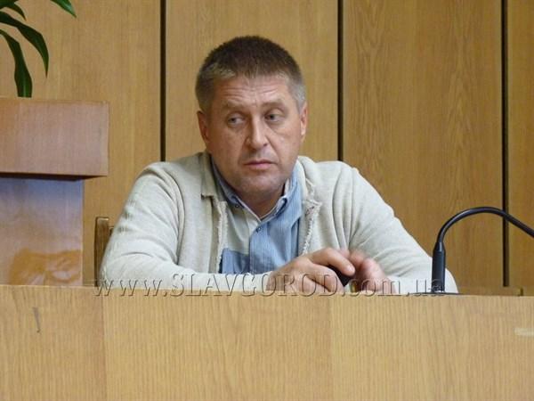 Вячеслав Пономарев утверждает, что из Славянска уже выехало около 40% населения. Остаются в основном люди пожилого возраста