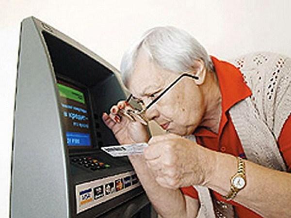 Без паники: чиновники уверяют, что социальные выплаты, зарплаты и пенсии в Славянске выплачиваются вовремя