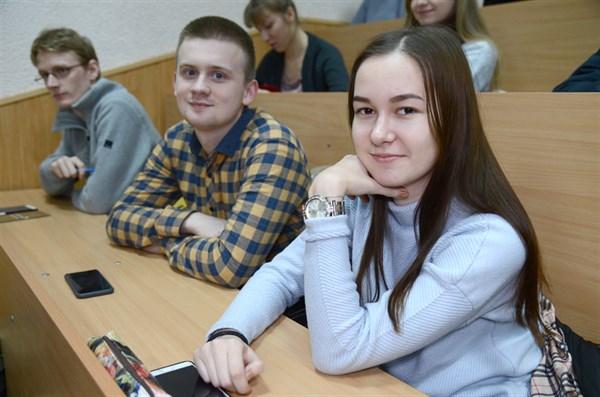 Студенты из Славянска продолжают борьбу в «Авиаторе» за поездку во Францию