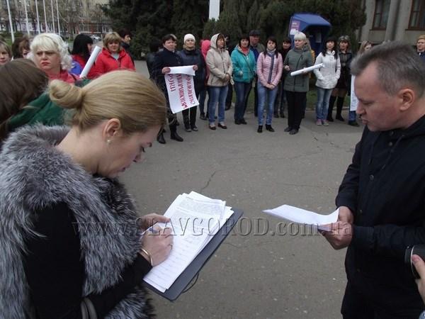 О чем говорил Славянск на этой неделе: декларации чиновников, борьба за земли «Славкурорта» и вырубка леса в Святогорске