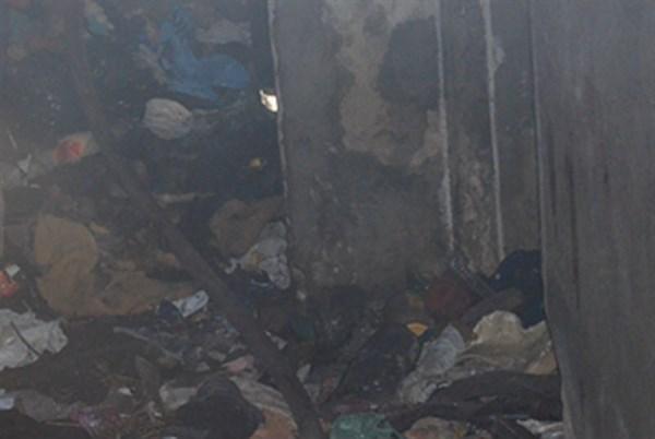 Кто жил в заброшенном доме на Банковской в Славянске и почему он загорелся