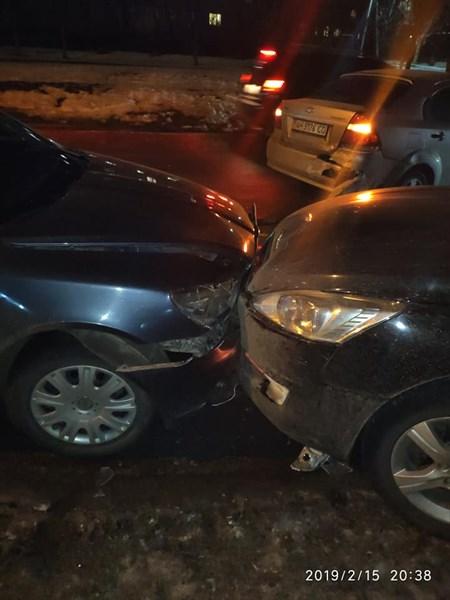 В Славянске столкнулись сразу три автомобиля