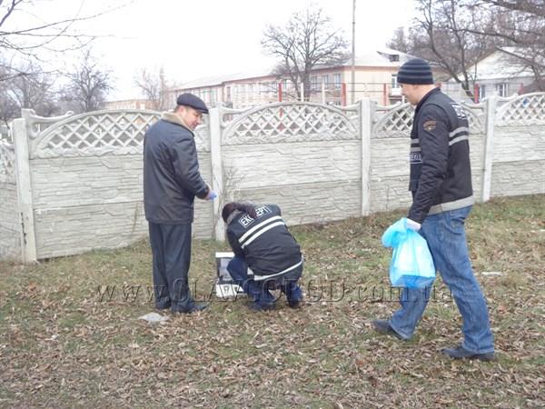 В Славянске в ночное время под окнами школы стреляли в молодого парня. От полученных ранений он умер в больнице