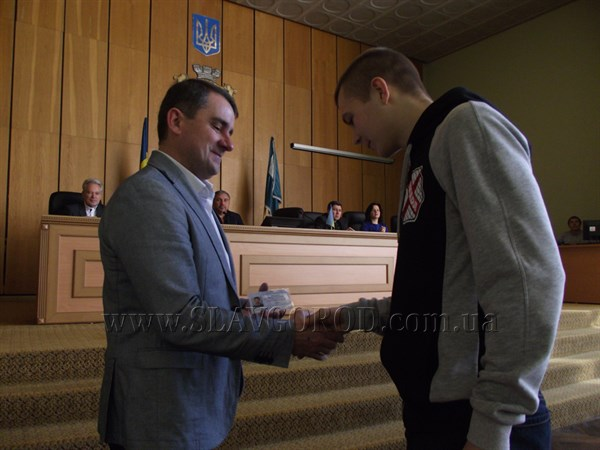 Славянских спортсменов поздравили с присвоением звания «Мастер спорта»