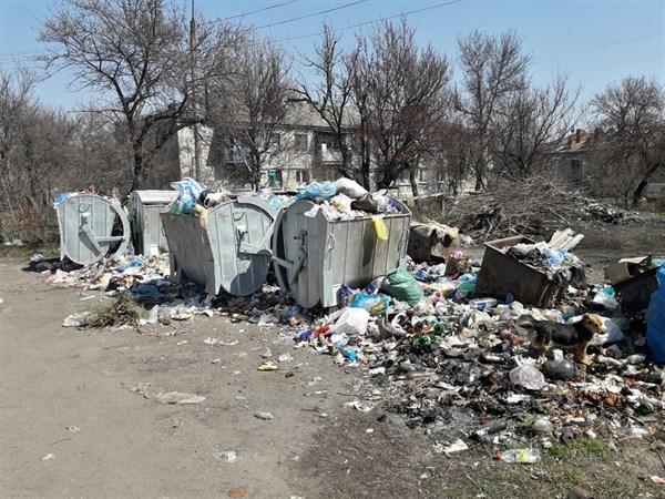 Былбасовка: жители опять жалуются, что никто не вывозит мусор (ФОТОФАКТ)