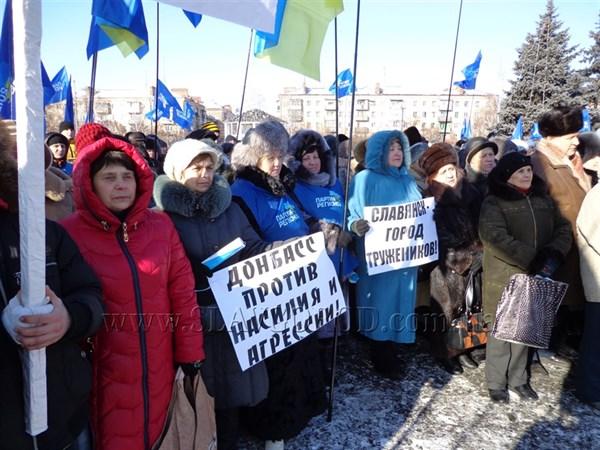 Славянцы требуют разогнать Майдан силовыми методами: мнения жителей Славянска о том, что сейчас происходит в стране (ВИДЕО)