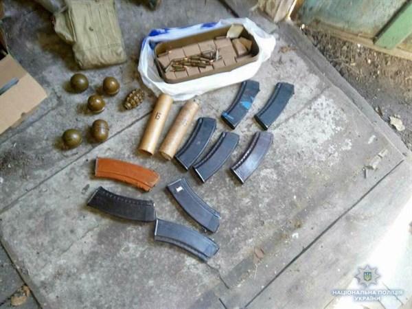На блокпосту поблизу Слов'янська поліцейські вилучили порох та частини від пістолета