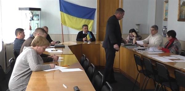 Как в Славянске претендент на должность начальника управления ЖКХ не ответил правильно ни на один вопрос в билете (ВИДЕО)