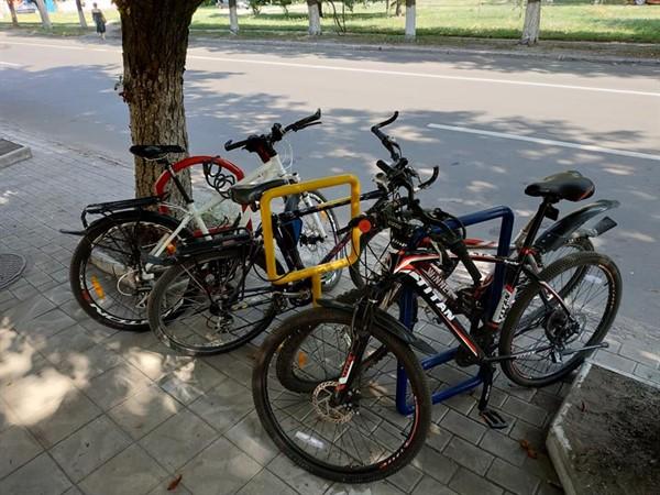 Жители Славянска активно пересаживаются на велосипеды