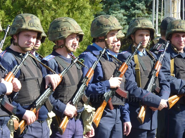 Каждую пятницу в Славянске на центральной площади будут проходить открытые инструктажи сотрудников милиции