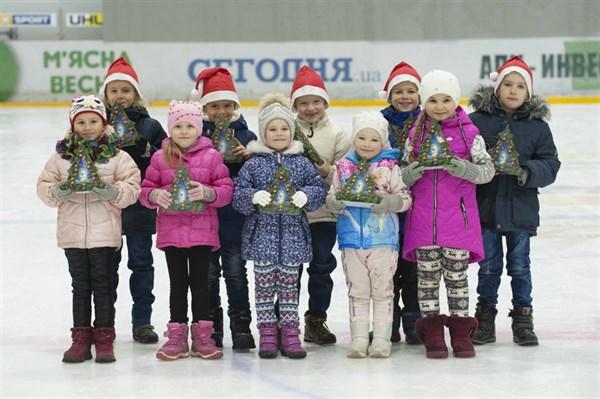 Как проходит День Николая в Донецкой области: праздник на льду и 60 000 подарков