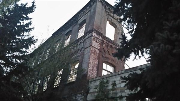 «Завод разобрали за два дня, просто на кирпич»: в Славянске практически уничтожено одно из старейших зданий области (ФОТОФАКТ)