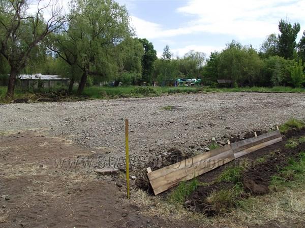 В славянском парке начали строить футбольное поле с искусственным покрытием