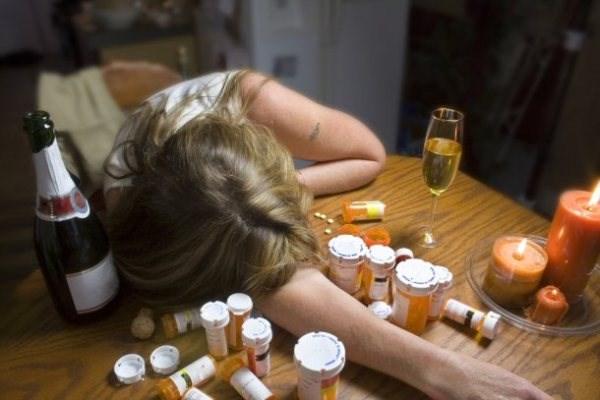 В Славянске школьница отравилась таблетками со спиртным
