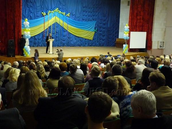 Губернатор Донецкой области Александр Кихтенко поздравил Донбасский государственный педагогический университет с 75-летним юбилеем
