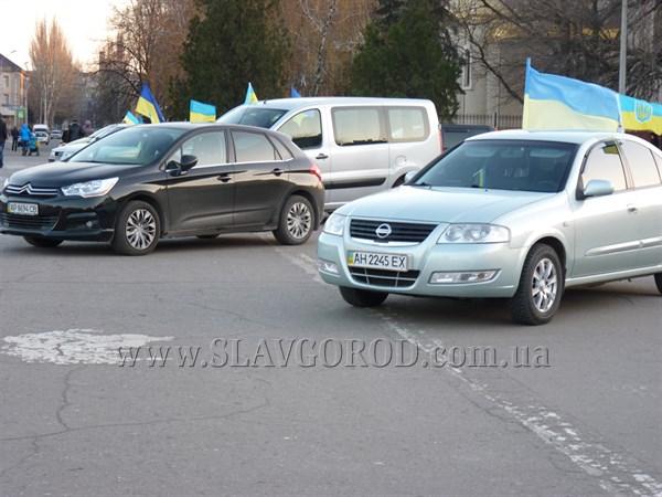 Участники славянского автопробега в поддержку соборности Украины заехали в микрорайон Машмет